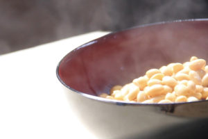 片上醤油 美味しい醤油のための豆蒸し